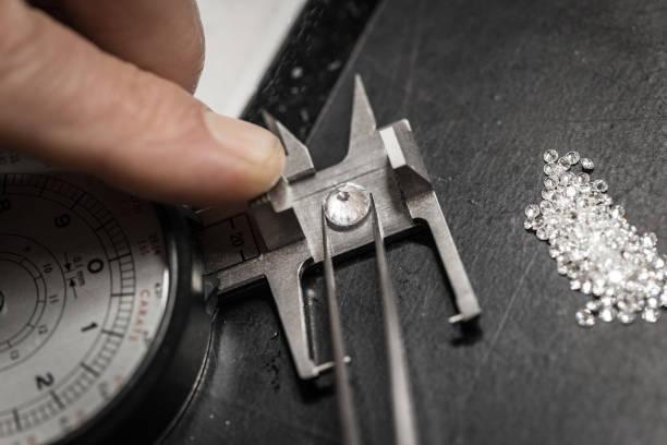 Les formations pour les bijoutiers ou un joaillier